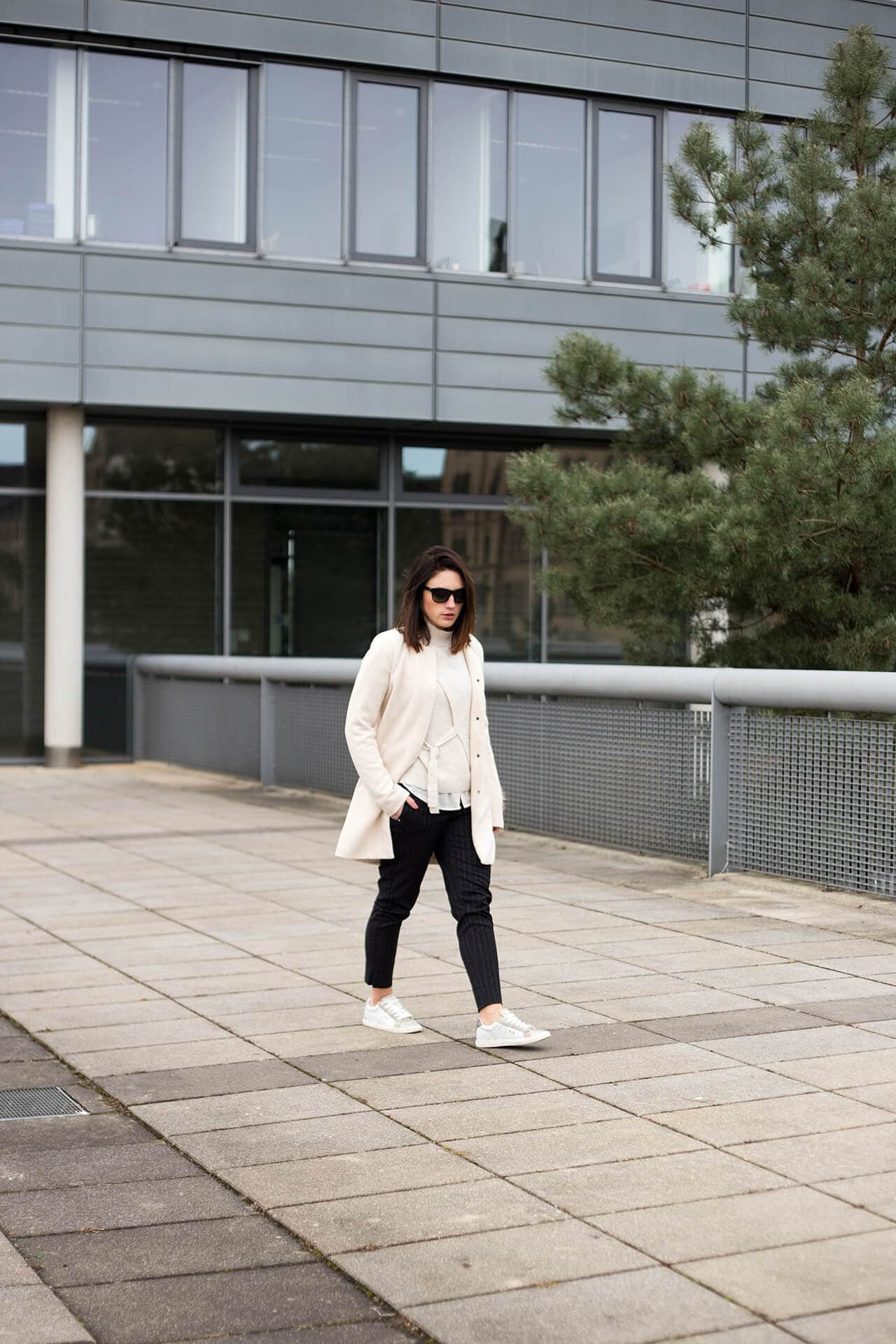 Turtleneck & Anzughose mit Sneakers Anzugjoggers H&M