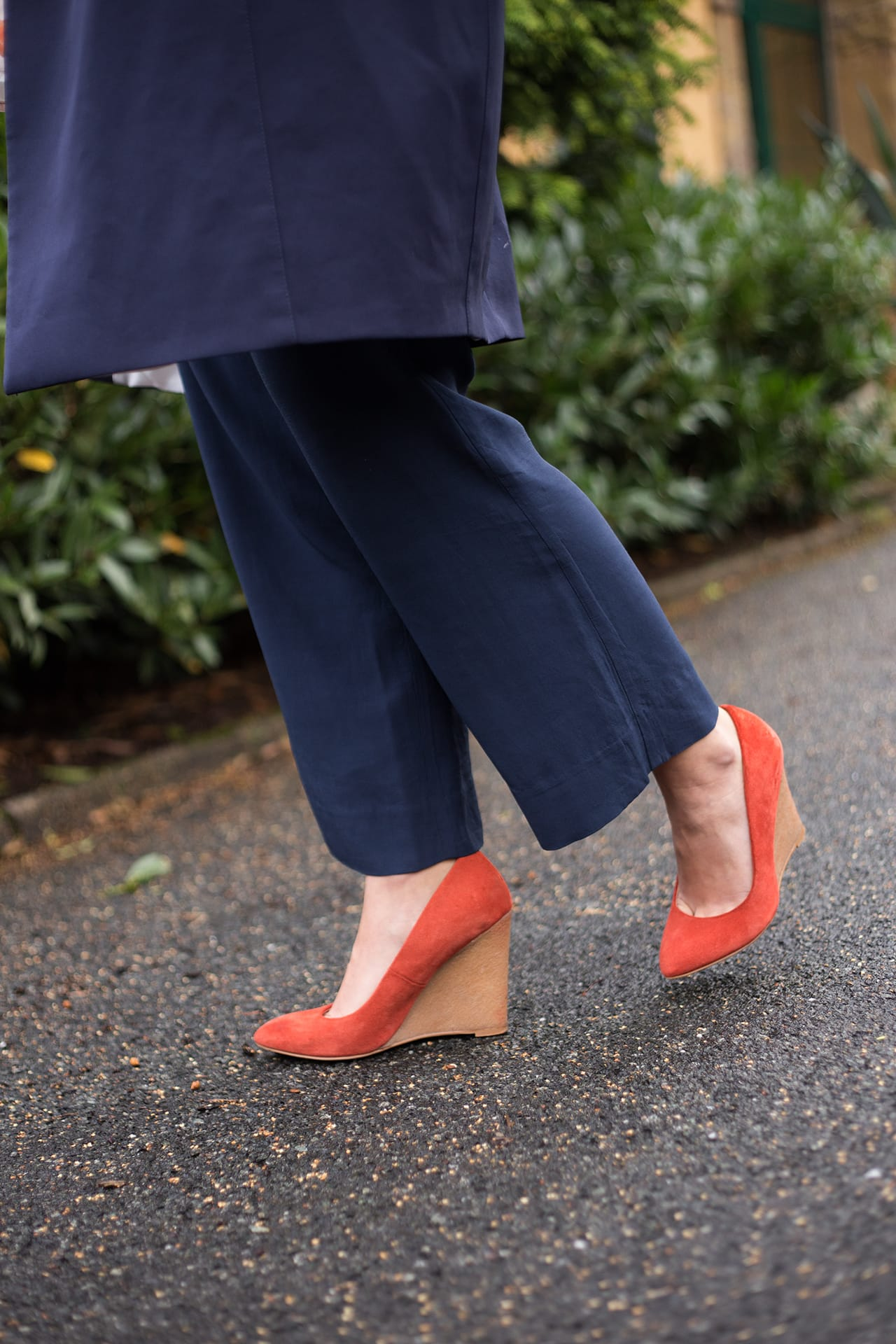 Luftig leichter Look aus Seide Lederpumps orange Zara
