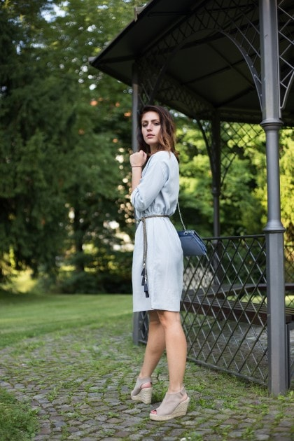 Gartenparty Outfit in hellblau Fashionblogger