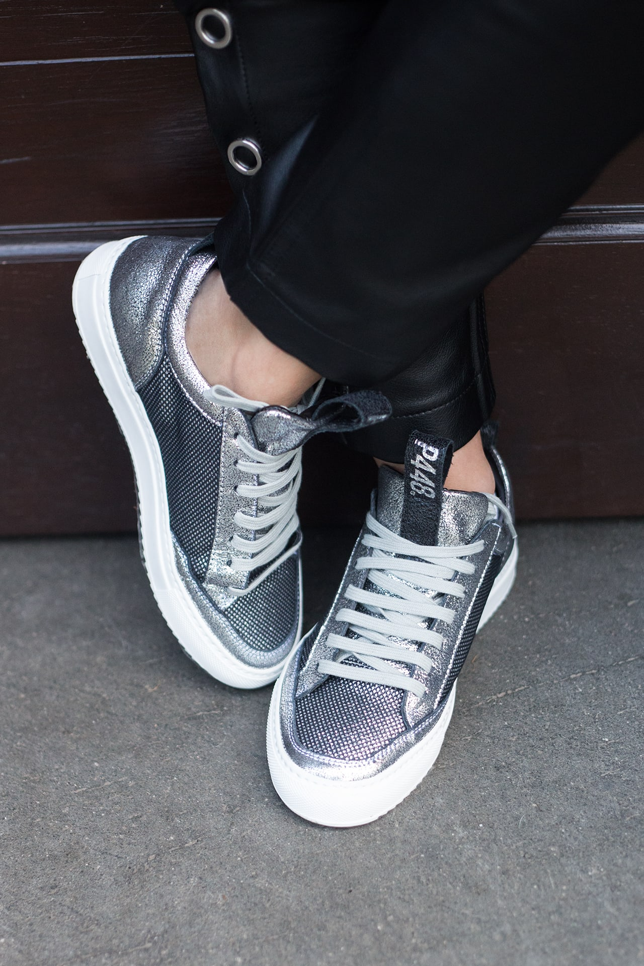 Glitzer Patches & P448 Sneakers silber